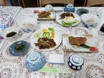 お刺身、焼き物とバランスのとれた夕食
