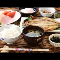 朝食一例■朝食は、手作りの干物を中心とした、海辺の和朝食です。こだわりの干物をぜひご賞味ください。
