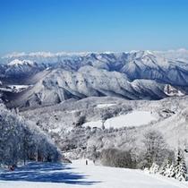 白樺高原国際スキー場上部からは蓼科山や北アルプス、女神湖を一望できる抜群のロケーションです!