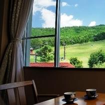 窓の外は蓼科牧場。(一部ご覧頂けないお部屋もございます。)