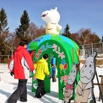 白樺リゾートスキー場内 安全で楽しい遊具がいっぱいの子供の国【ポタスノーランド】で雪あそびデビュー♪