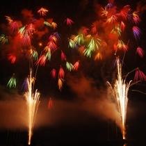 毎年8月半ばに、女神湖花火大会が開催されます!