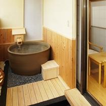 *【客室一例】花の館・露天風呂付和室。信楽焼陶器風呂です
