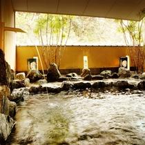 *【大浴場】露天風呂「おそめ」温かい湯船に浸かりながら、自然のぬくもりに心癒されるひと時
