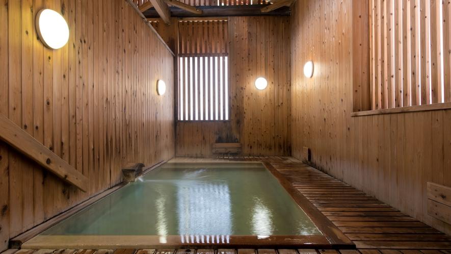 【湯めぐり/上湯共同浴場】蔵王温泉の中心部、温泉神社の鳥居前にある浴場。ホテルから徒歩10分程