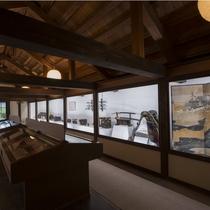 【美術館 童の里】展示点数約1000点。創業300年の高見屋旅館の歴史に縁深い品々をご覧いただけます
