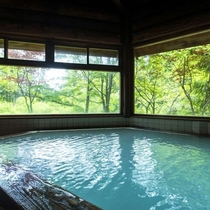 【ハモンドたかみや】丸太造りの浴場など。蔵王の自然の美しさを眺めながら源泉掛け流しの湯を満喫