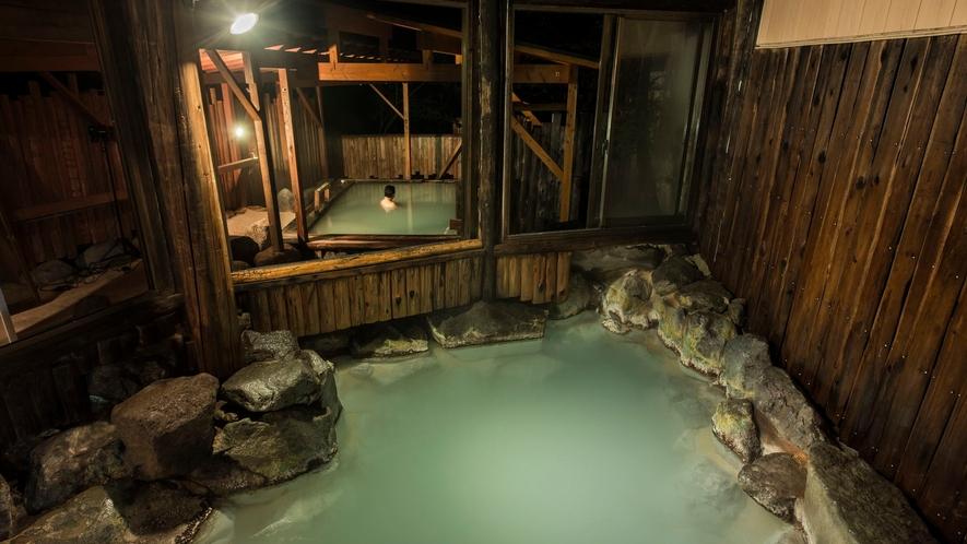 【岩風呂】夜の大浴場