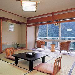 【日帰り昼食】松阪牛・伊勢海老・鮑など三重の美味を堪能。会席 《貸切露天風呂&色浴衣無料》入浴付