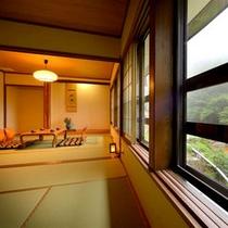【2014年8月に改装】豪快な川の流れと四季折々の景色を眺める2間続きの客室、快適な滞在に癒される