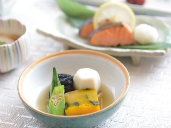朝食盛り付け例(和食)
