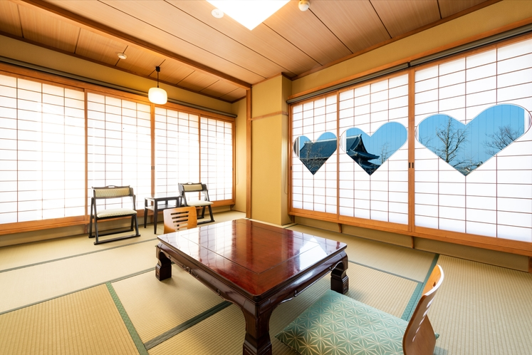 窓から 東本願寺を眺めるお部屋猪目障子 限定2部屋(10畳バス・トイレ付)■