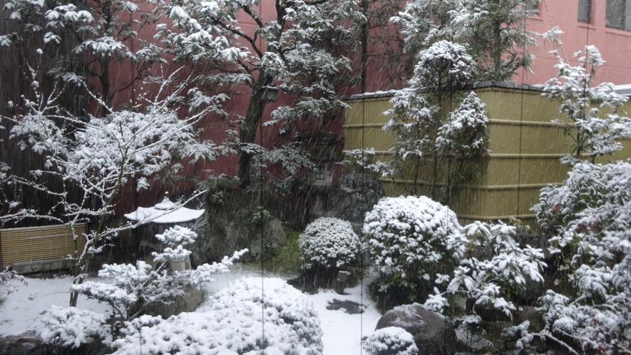 大浴場からの冬の雪景色