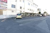 ホテル隣・青空駐車場
