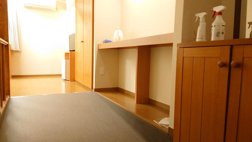 ユニバーサルデザインルーム_入口にはスロープをご用意!