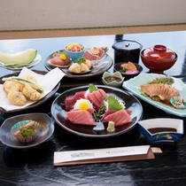 *【通常夕食一例】新鮮な魚介をふんだんに使ったお料理。