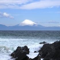 【近隣風景】晴れた日には、広大な海と富士山の景色が目の前に広がります。