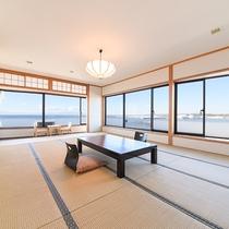 *【本館和室(一例)】15畳の角部屋からは、相模湾と港が楽しめます。