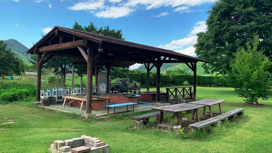 ◆【施設】BBQ小屋。屋根付きの東屋でお天気も安心