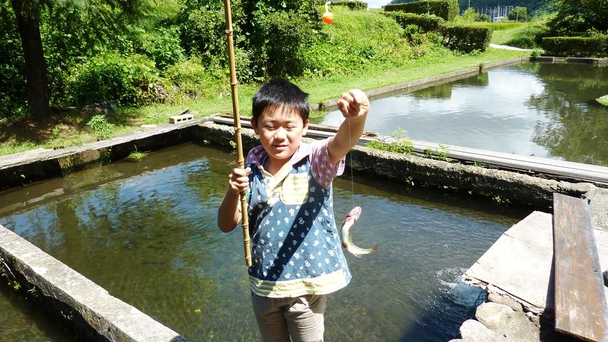 ◆【施設】釣り堀。お子様も楽しみ釣りができます