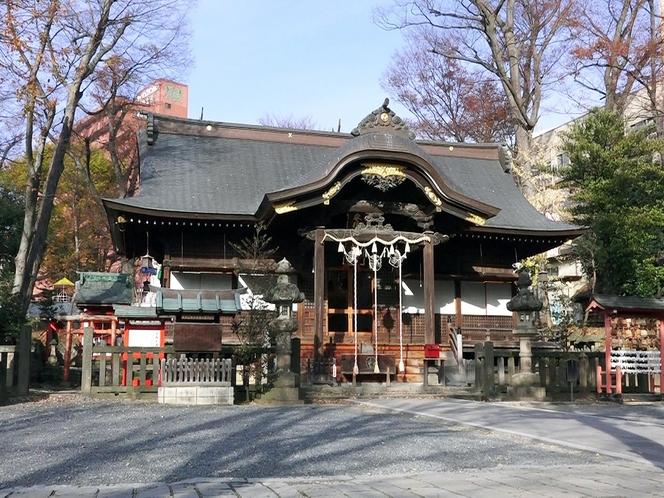 【観光】安積国造神社・・・街の中心部とは思えないほどの緑に囲まれた癒しの空間となっている。