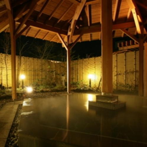 夜の露天風呂は幻想的な雰囲気(*^_^*)