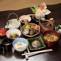 *【料理一例】茶道も盛んであった中津川ならではの、季節に合わせたお料理をご用意致します。
