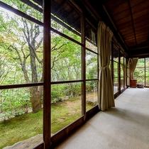 *【部屋一例・雲居の間】お部屋から自然を感じることができます。