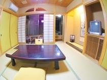 和室8畳 広い岩風呂の客室②