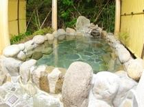 広い岩風呂