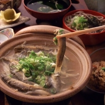郷土料理の一品。栄養満点!どじょう鍋です。