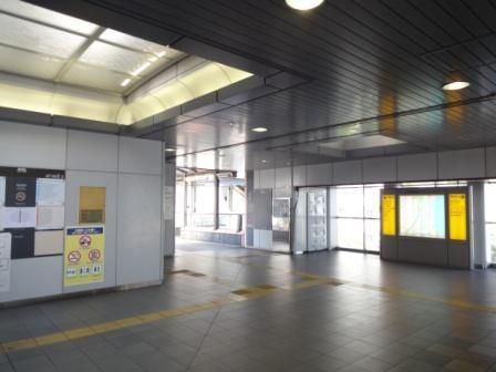 日の出駅の改札口前の案内図を左に曲がって下さい。