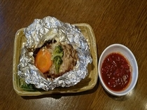 【朝食】日替わりメニュー和食・チーズハンバーグホイル焼き