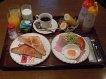 【洋食】ボリュームたっぷりで人気の朝食