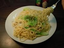 【朝食】毎週水曜日洋食屋さんのコックが作る特別メニュー(例・あさりとキャベツのクリームスパゲッティ)