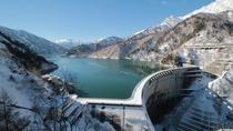*周辺/晩秋の黒部ダム。雪山とのコントラストが美しいです。