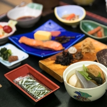 *健康的な和朝食の朝ごはん 一日を元気にスタート!(お食事一例)