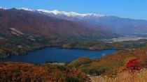 *周辺/白馬三山の三段紅葉と青木湖。絶景に目を奪われます。