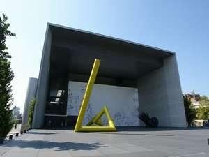 香川県丸亀市出身の洋画家、猪熊弦一郎の美術館 お車で約22分(13.2Km)