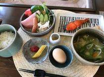 会津地鶏の卵かけご飯、和食の朝食です