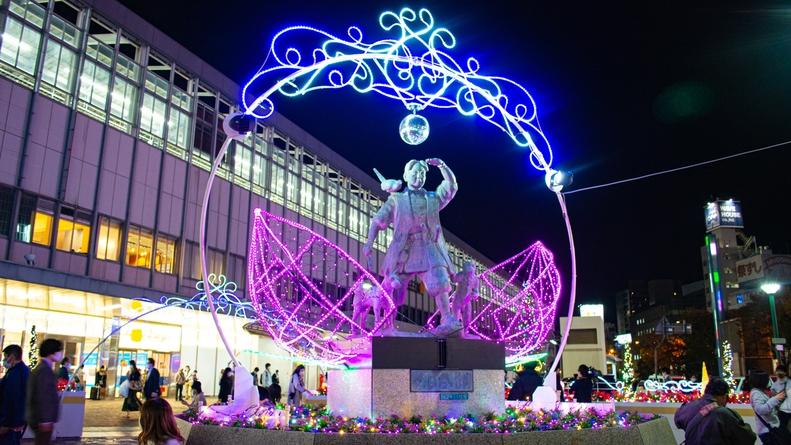 桃太郎像(イルミネーション)