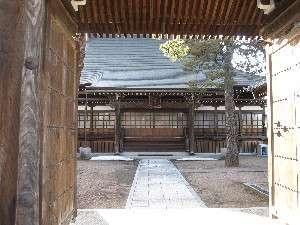 (4)山門から見た名刹願生寺本堂