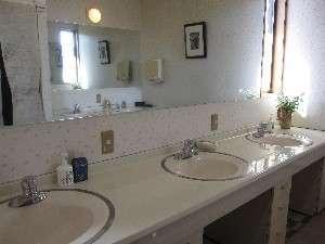 (4)2階洗面所 お部屋の近くにあります