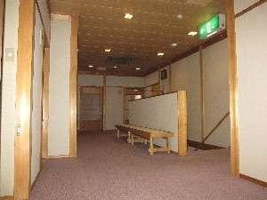 (6)2階踊り場・・・階段を上がった左側に洗面所とお手洗いがあります