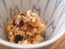 ②夕食には、季節の炊き込みご飯をご用意。こまくさ開業からの名物料理の一つ(一例)