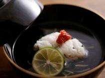 ⑨夏のお料理:「鱧のお吸い物」(一例)