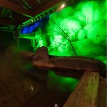 奥飛騨温泉唯一、当館の氷結露天。