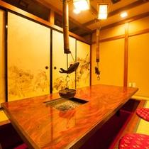 夕食・朝食ともに個室をお約束。囲炉裏風の個室をご用意いたします。