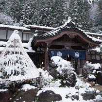本館玄関(冬)