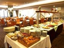 朝食バイキング(レストラン全体)